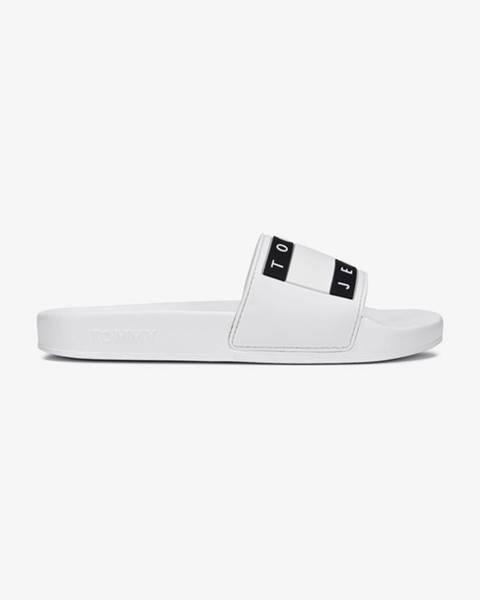 Bílé pantofle Tommy Jeans