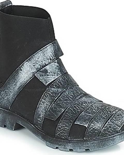 Černé boty Papucei