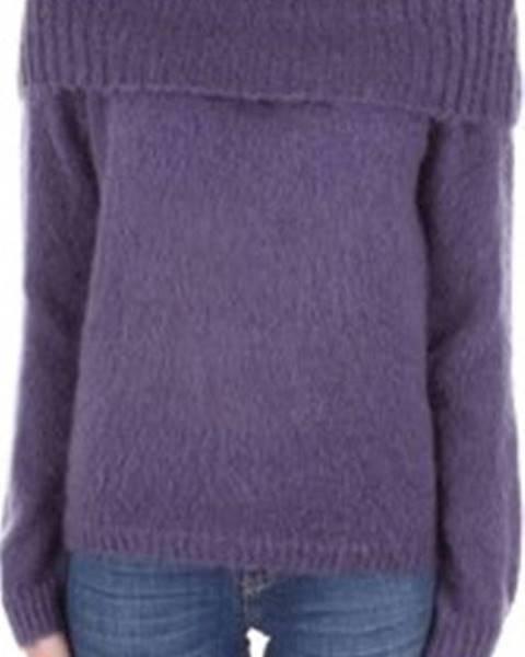 Fialový svetr Angela Davis