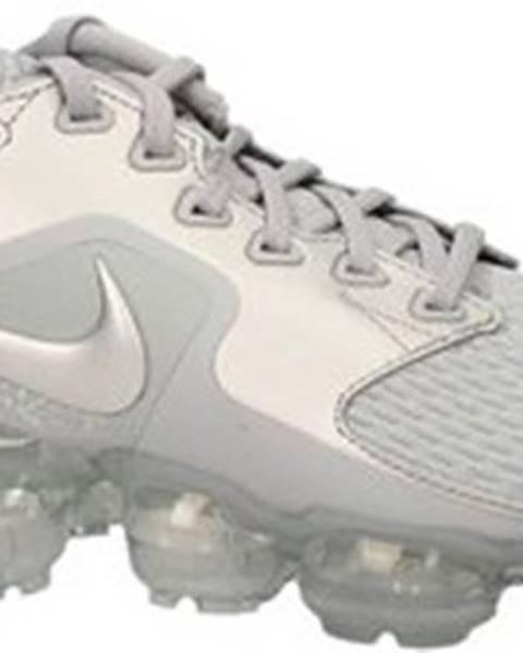 Stříbrné boty nike