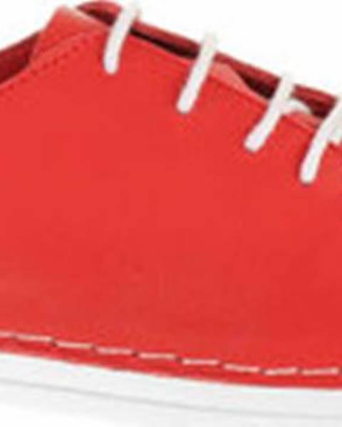Červené polobotky Deska