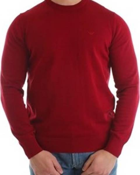 Červený svetr Armani