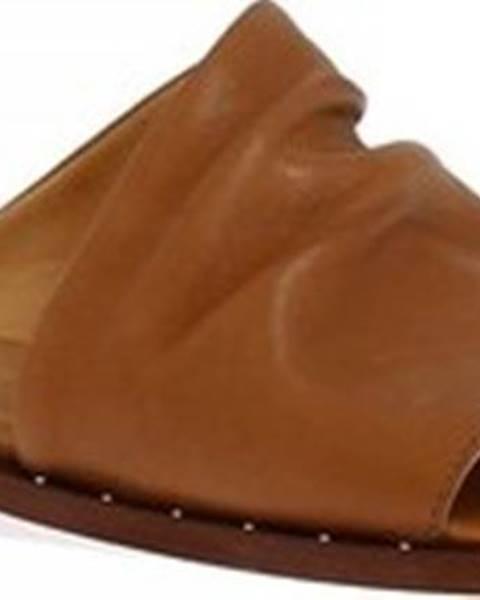 Hnědé pantofle Leonardo Shoes