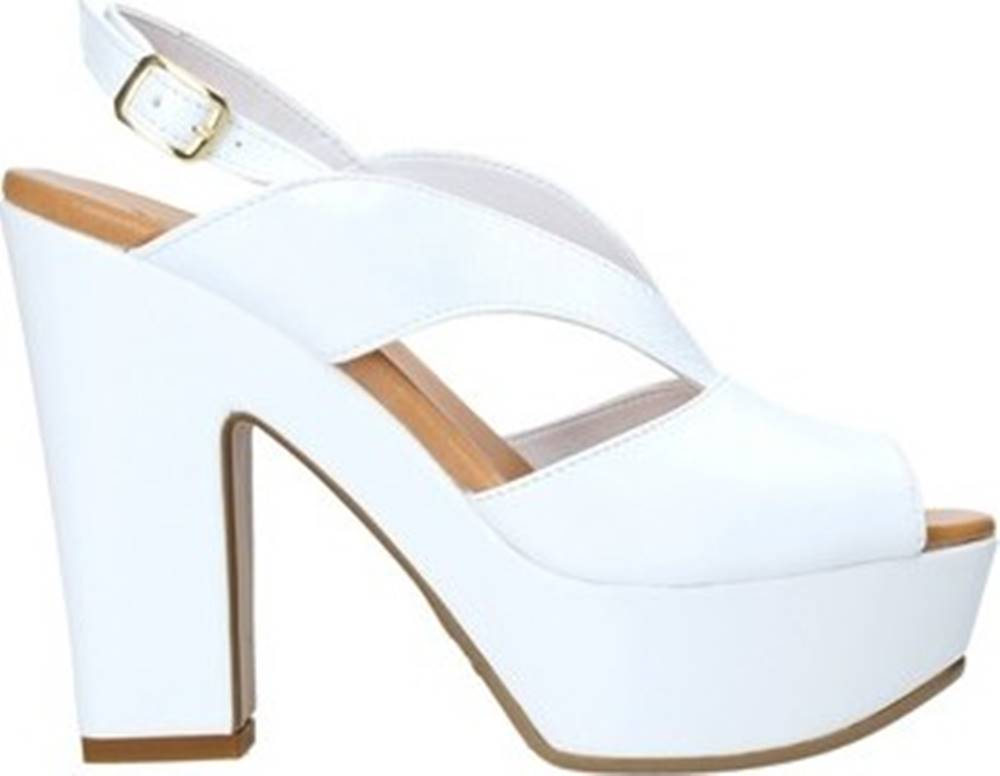 Grace Shoes Grace Shoes Sandály F37 Bílá