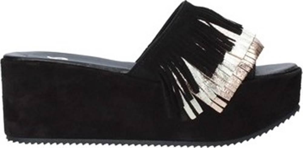 Grace Shoes Grace Shoes Sandály C21 Černá