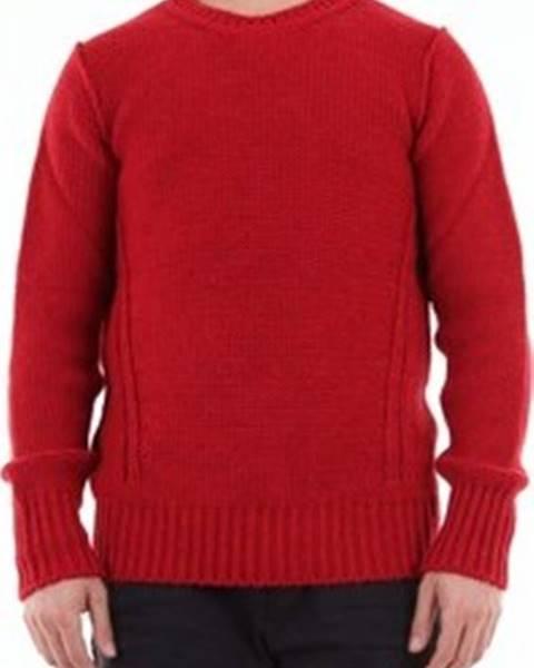 Červený svetr Messagerie