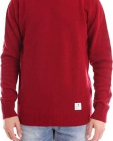 Červený svetr Department Five