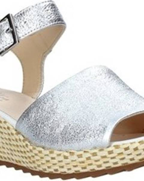 Stříbrné sandály Clarks
