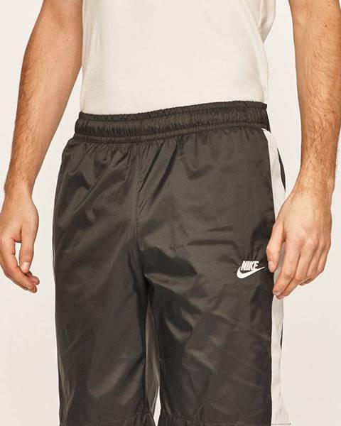 Černé kraťasy Nike Sportswear