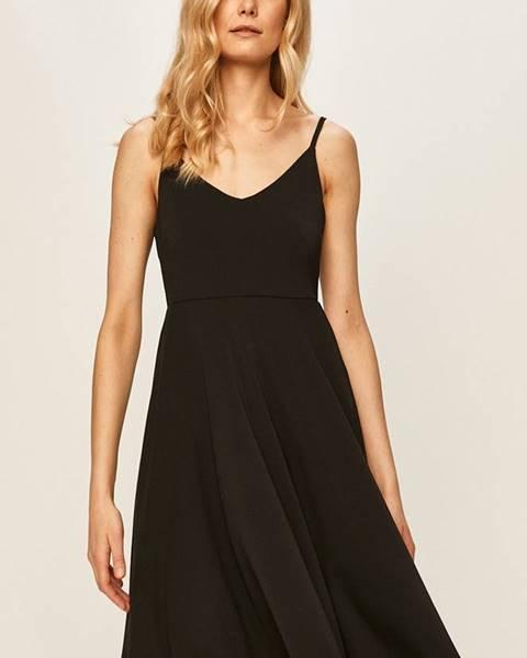 Černé šaty vila