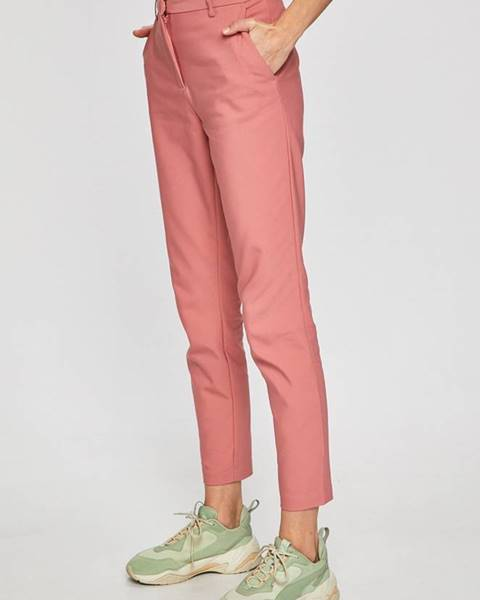 Růžové kalhoty vila