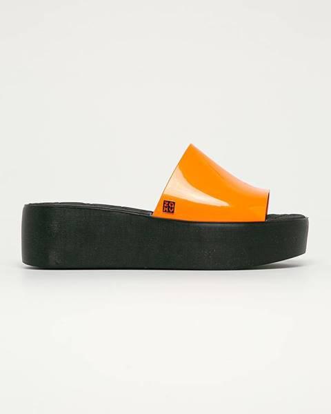 Oranžové boty zaxy