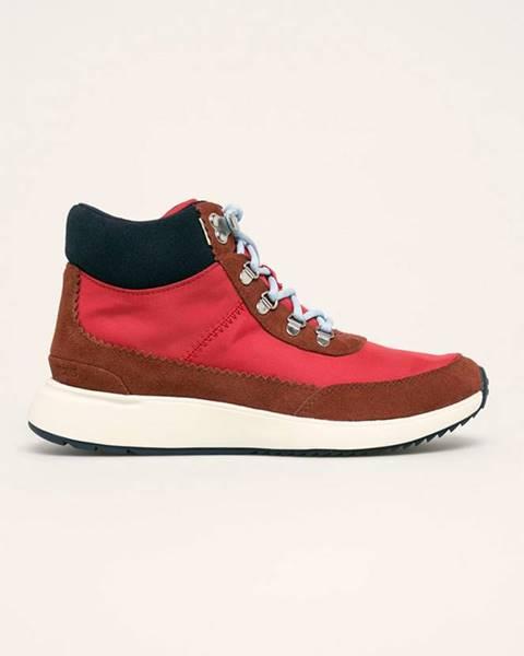 Červené boty toms