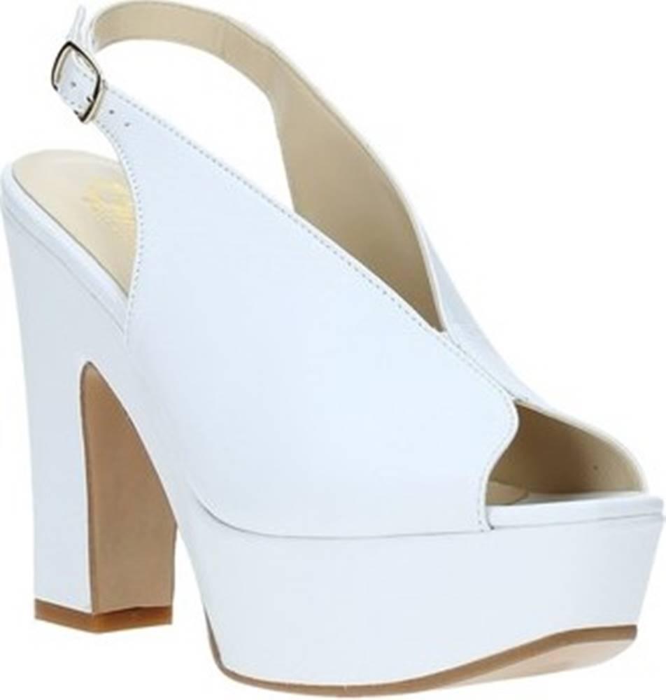 Grace Shoes Sandály TQ 107 Bílá