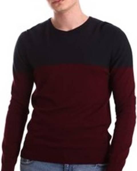 Červený svetr GAUDÌ