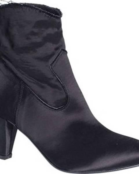 Kozačky Grace Shoes