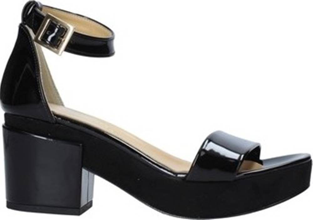 Grace Shoes Sandály 9978 Černá