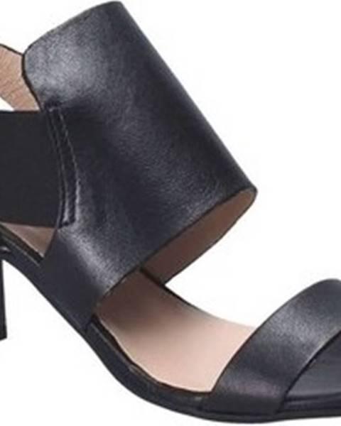 Černé sandály Mally