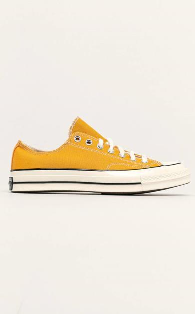 Žluté boty converse