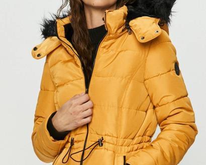 Žlutá bunda Haily's