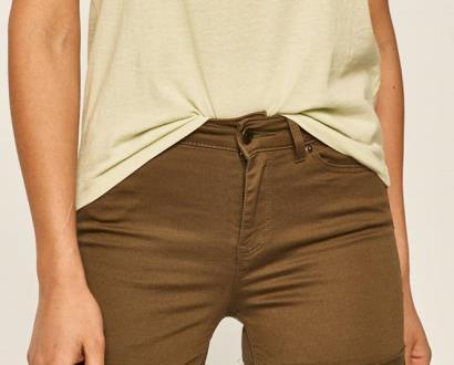 Zelené kraťasy vero moda