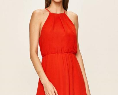 Červené šaty vila